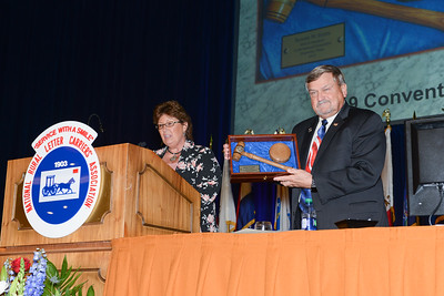 Convention Gavel Ronnie Stutts & Vickie Lovings, Joint Opening Session 114253