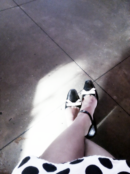 Black & White<br /> Thu. May 9, 2013 (day 299)<br /> <br /> Sitting and waiting for my to-go order...
