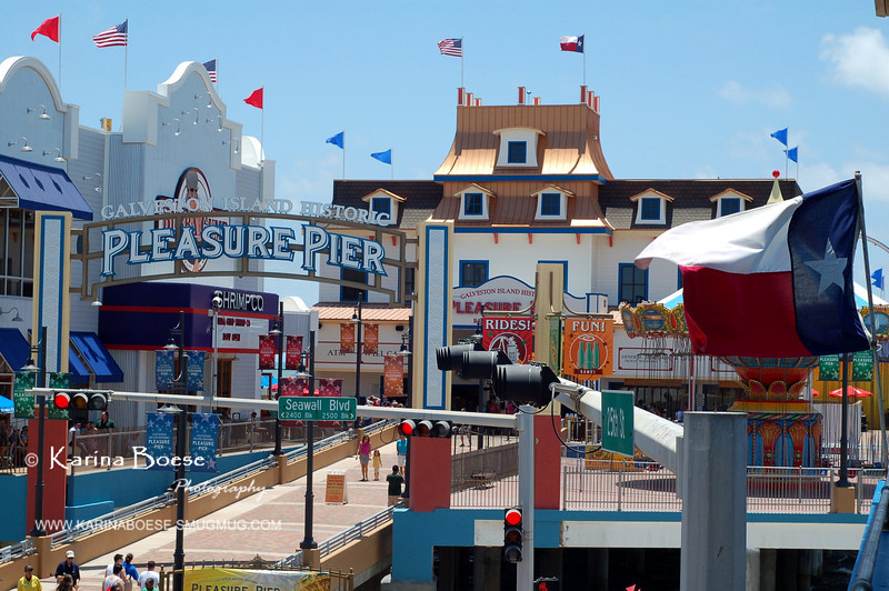 Pleasure Pier<br /> Sat. May 26, 2012 (day 182) - backdated<br /> <br /> This waterfront entertainment is built on where the Flagship hotel used to be.  <br /> I was excited to see what they have and wanted to take pictures, but it would cost $10 for adult just to get in.  Pfff... I'd rather spent my $10 somewhere else.