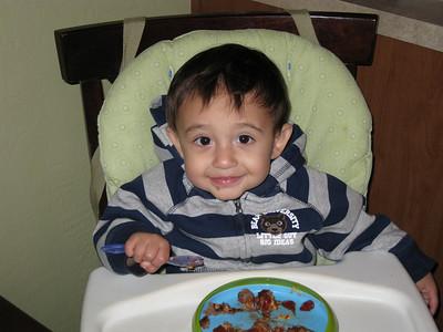 Christian enjoying a hamburg at home in Casa Grande