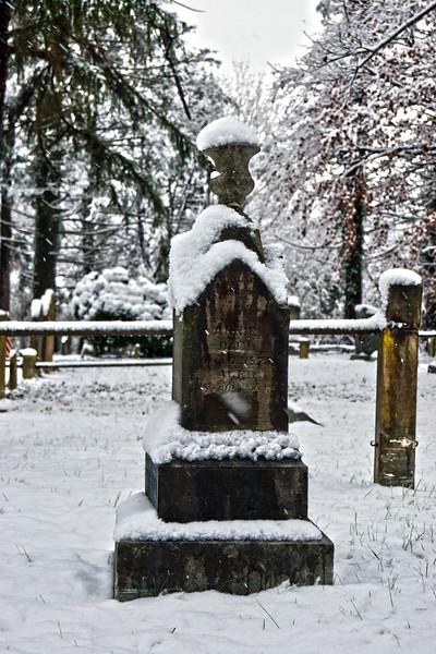 Snow Top Urn