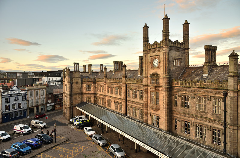 Shrewsbury railway station building