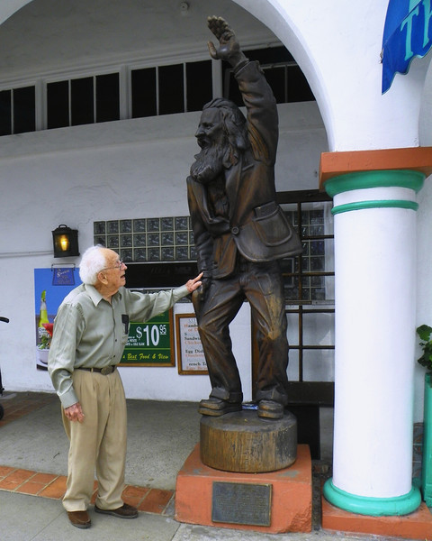 """He remembers speaking to The Greeter - not the statue - Eiler Larson, the real person who inspired the statue. Read about him - <a href=""""http://en.wikipedia.org/wiki/Eiler_Larsen"""">http://en.wikipedia.org/wiki/Eiler_Larsen</a>"""