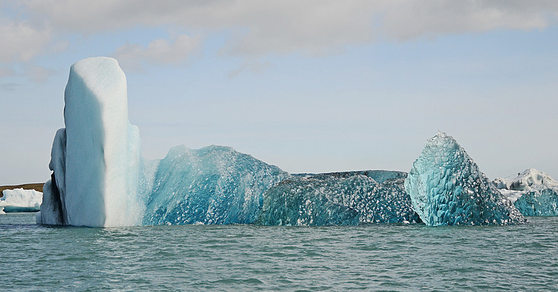 Glacier which tipped over 1 hour earlier (90% was under water)