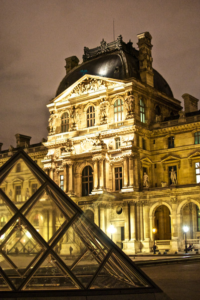 Night at the Louvre 4
