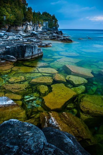 Cobble Stone Beach - Cliffs, Bruce Peninsula National Park