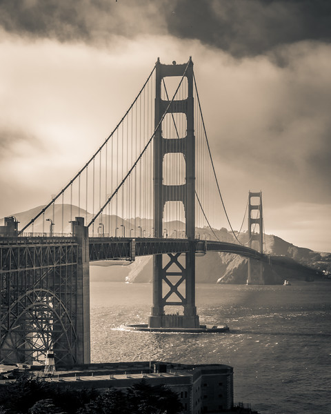 My first day in San Francisco and a foggy afternoon out by the Golden Gate Bridge. Went for a classic, timeless look.