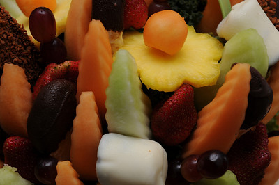 This is the anniversary basket from Edible Arrangements. The crumb-topped chocolate-dipped wedges (upper corners) were to die for. The white thing is a vanilla-dipped banana.