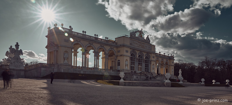 18 sun rays to the side of the Gloriette.