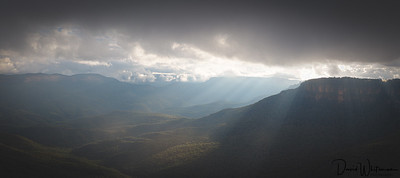 Sunbeams across the Jamison Valley