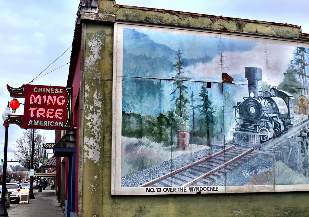 Mural on Railroad Ave.