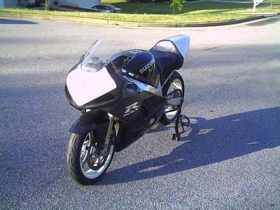 2001 Suzuki GSXR-600 (Black & White Track one)
