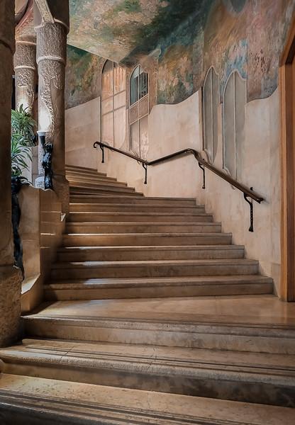 Barcelona: Gaudi - Casa Mila Stairway