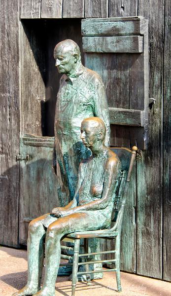 Bronze Couple Waiting<br /> Bronze figures at Franklin Roosevelt Memorial<br /> Washington D.C.