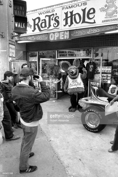 DAYTONA BEACH, FL - MARCH 1983:  Big Daddy Rat, the mascot for The Rat's Hole souvenir shop in Daytona Beach, Florida, poses for photographs in 1983. (Photo by Robert Alexander/Getty Images)