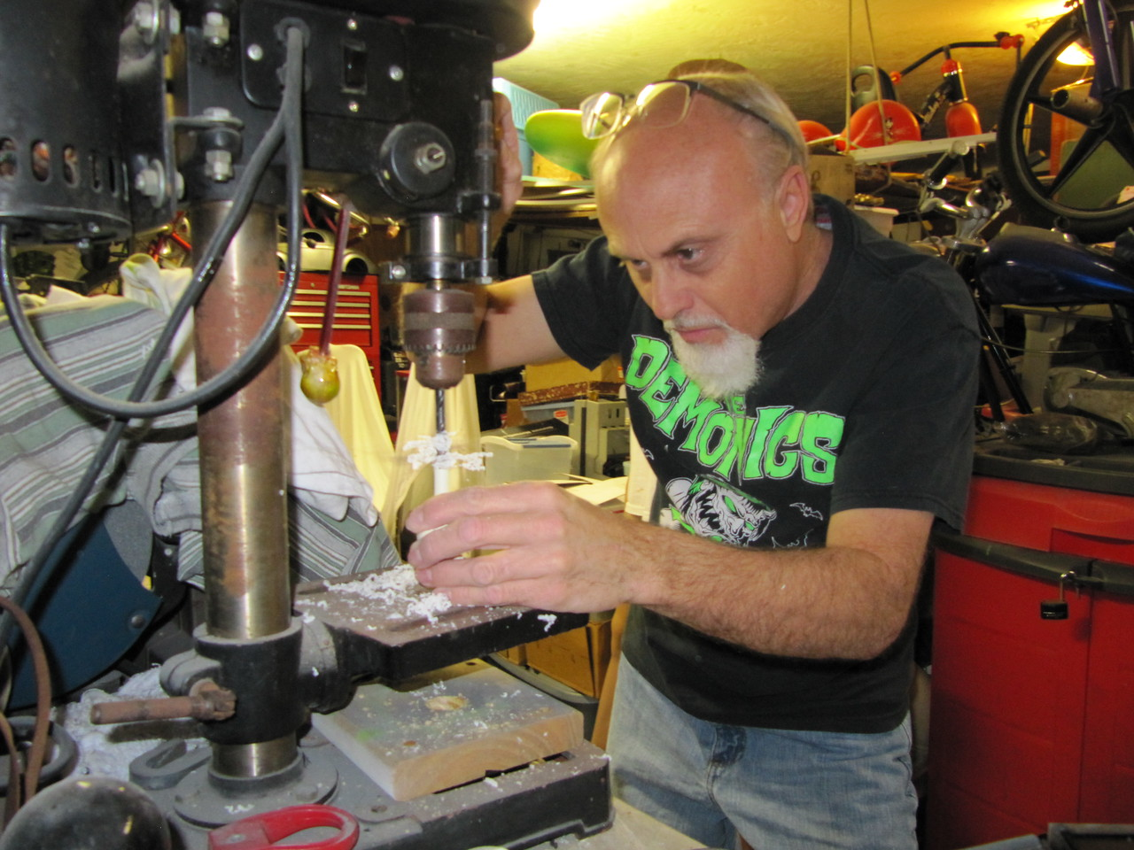 """Drilling out the resin axle for the rare Roth resin kit """"Drag""""?"""