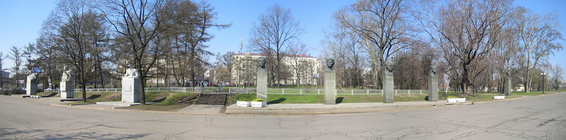 05 - Statues near VDNkH