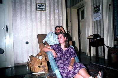 Metin ve Gül Akçalı. Tunalı Hilmi'deki evde. 70'ler sonu
