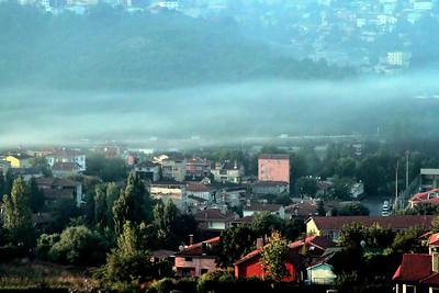 Çayırbaşında sisli bir sabah