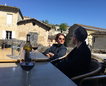 St. Emllion Cafe L'Antre Deux Verres,  Zeynep ve Oya