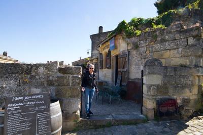 St. Emllion Cafe L'Antre Deux Verres , Oya