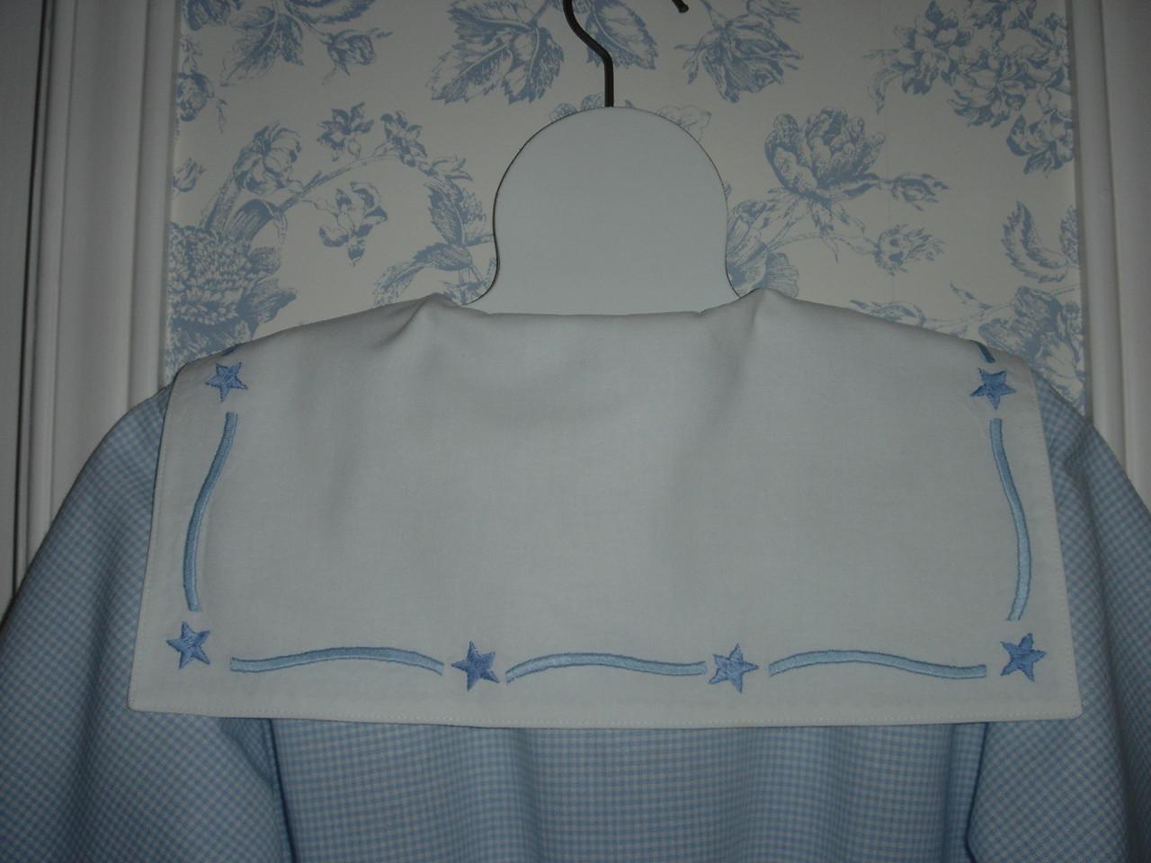 Closeup of back of collar