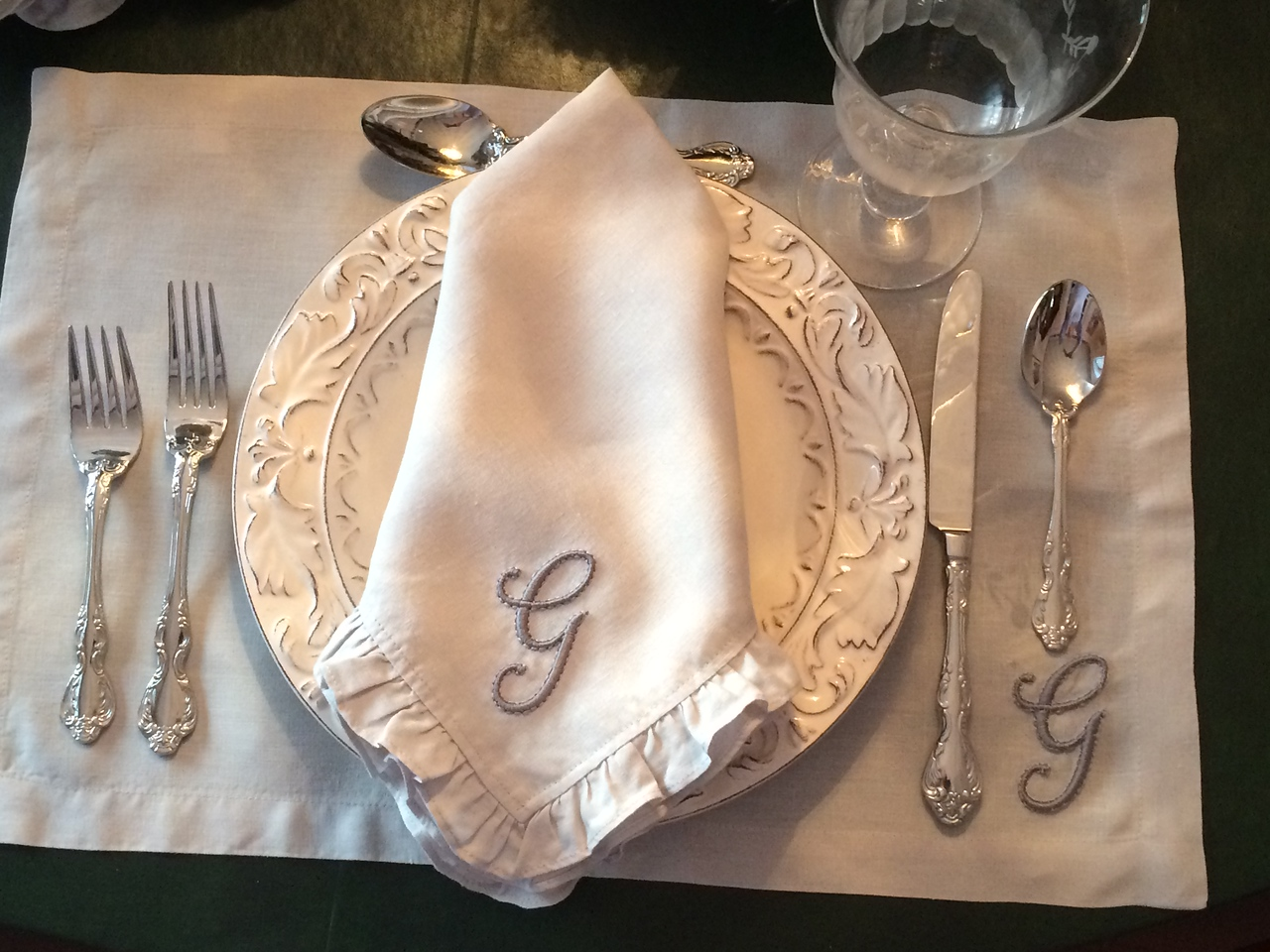 Ruffled linen napkins & placemats