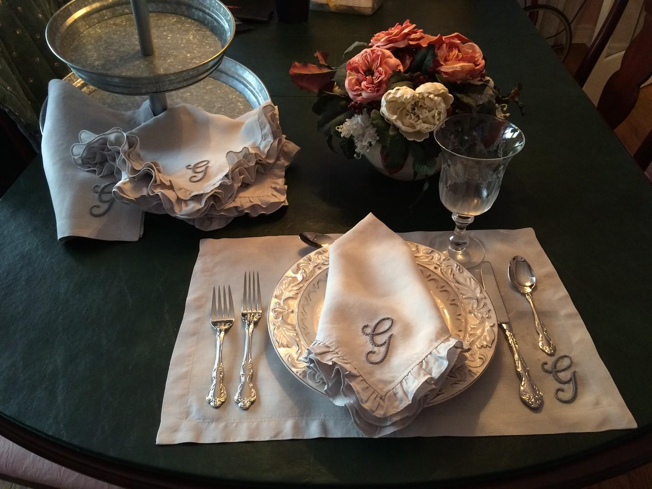 Ruffled linen napkins & placemats
