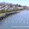 Las banderas koinobori y los cerezos en flor en el río Tsuruuda, con la canción tradicional del día de los niños.<br /> דגלוני קוֹאינוֹבּוֹרי ופריחת הדובדבן בטַאטֶבַּיאשי עם השיר של יום הילד