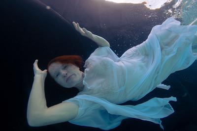 Lori Underwater 2175-2