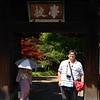 """La entrada a la academia de Ashikaga<br /> שער הכניסה לאקדמיה העתיקה. כרטיס הכניסה מודפס בצורה של מכתב היסטורי <br /> .""""המברך אותך על """"קבלה לאוניברסיטה"""