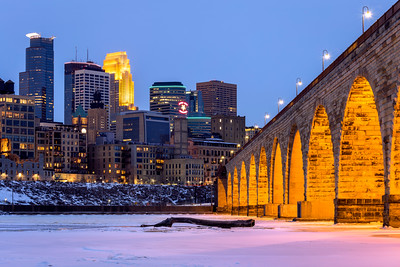 Stone Arch Bridge, Mississippi River, Skyline, Minneapolis, Minnesota, America