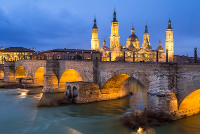 Blue Hour, Basílica de Nuestra Señora del Pilar, Basilica of Our Lady of the Pillar, Puente de Piedra, Zaragoza, Aragon, Spain