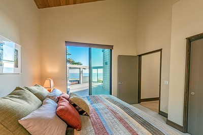 Guest Room with Deck, Hot Tub & Ocean Views
