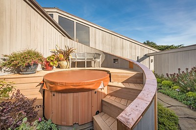 Hot Tub and Upper Deck
