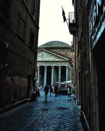 """Peek-a-boo"" - Pantheon - Roma"
