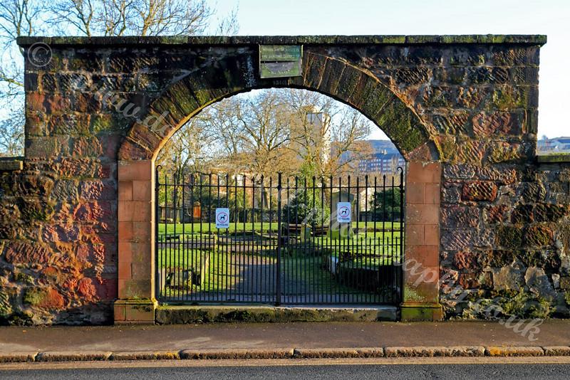 Inverkip Street Cemetery - Greenock - Entrance