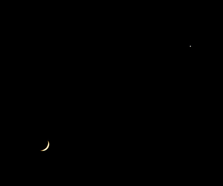 Crescent Moon and Venus over Langbank - 26 April 2020