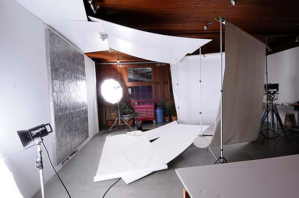 Set up in Jasper Johns studio to photograph new aluminum piece 2008