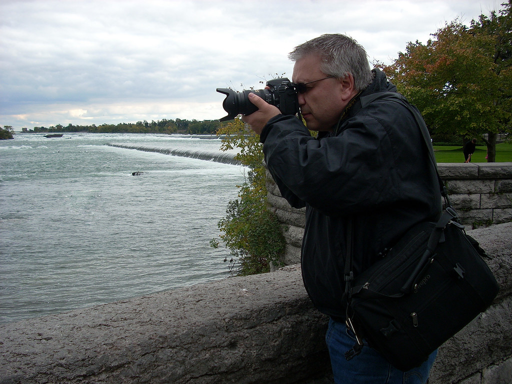 Capturing Niagara Falls. Copyright © 2008 Alex Emes