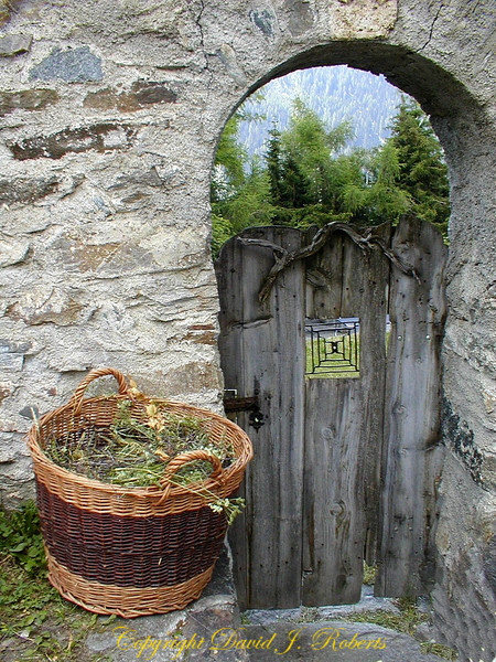 Gate and basket in Guardia, Switzerland