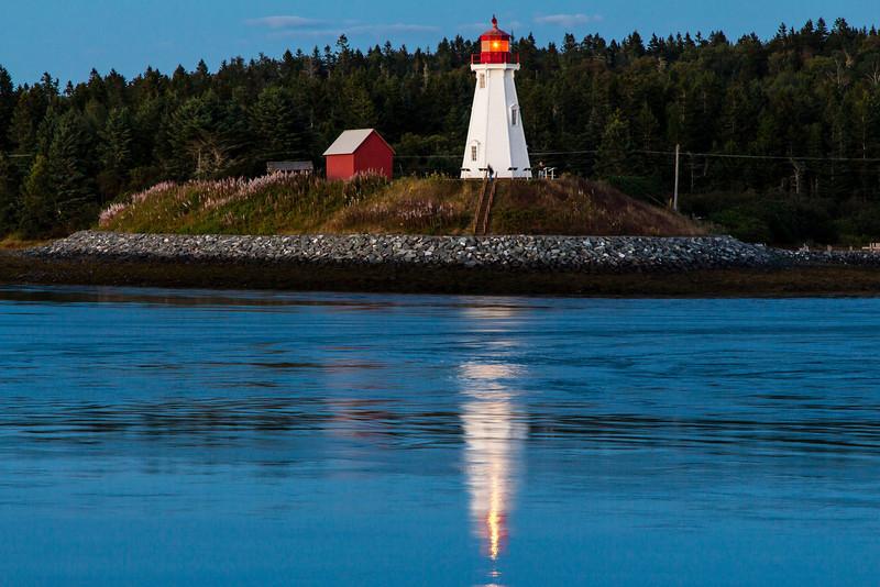 CANADA-NEW BRUNSWICK-CAMPOBELLO ISLAND-MULHOLLAND POINT LIGHTHOUSE