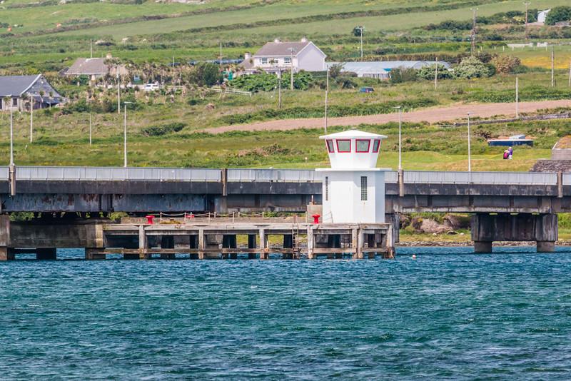 REPUBLIC OF IRELAND-VALENTIA ISLAND CAUSEWAY BRIDGE AND LIGHTHOUSE