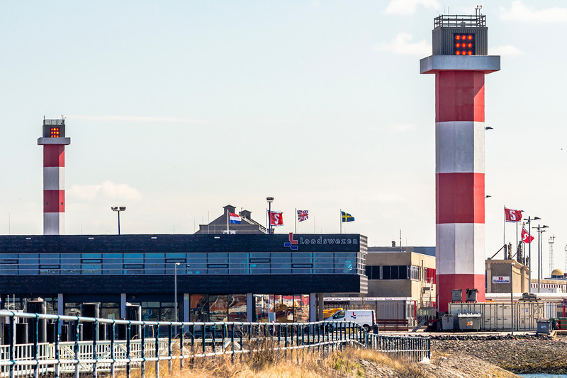 THE NETHERLANDS-HOEK van HOLLAND-FRONT AND REAR RANGE LIGHTS