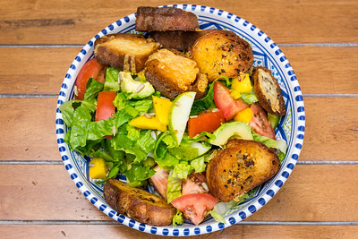 Pear, mango and avocado salad with croutons