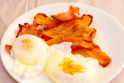 Poached eggs and crispy streaky bacon