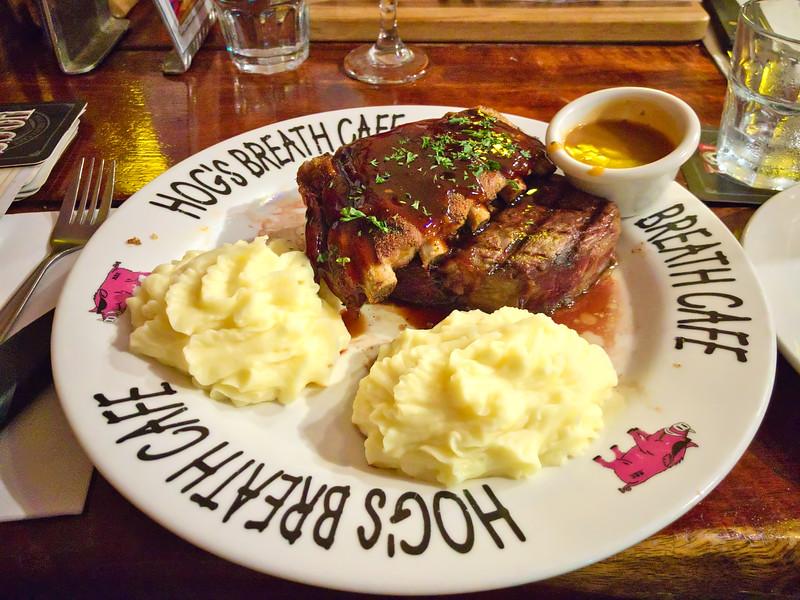 Pork ribs with prime rib and mashed potato