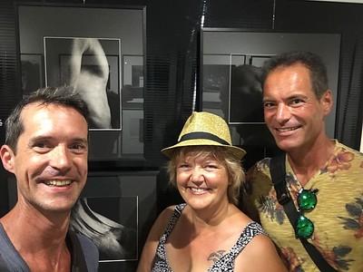 À l'exposition de Béatrice à Arles - La place de photographes