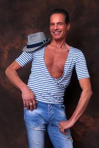 en jeans et chapeau | denim and hat