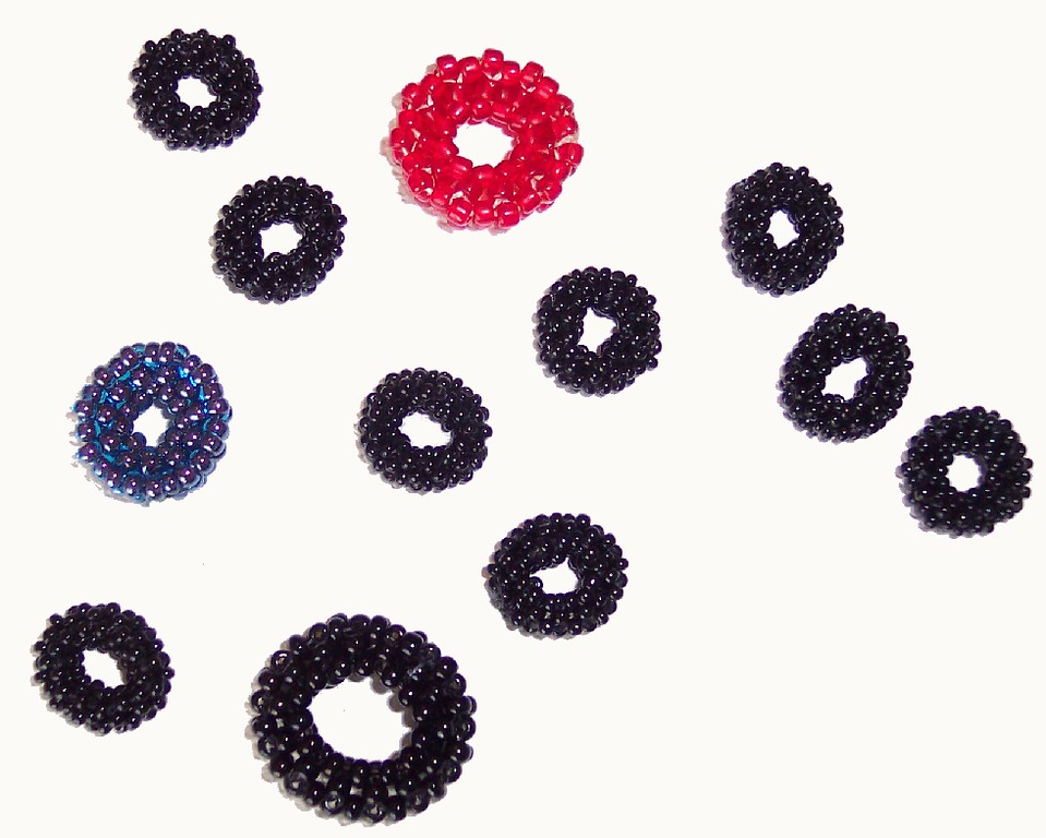 Beaded donuts - seedbead variety - 11/0